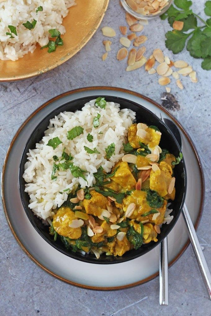 COCONUT AND ALMOND CHICKEN CURRY